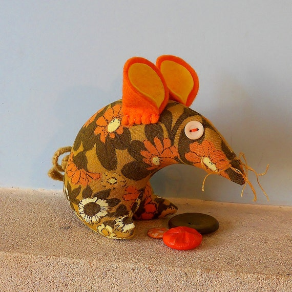 Retro mouse - vintage fabric, 70s  Orange and Yellow Daisy Chain
