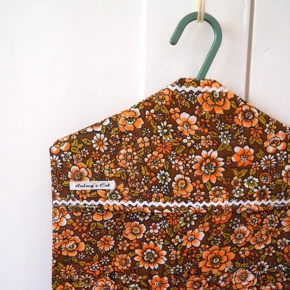 Vintage Fabric Retro Peg beg / clothes pin bag 70s Brown and Orange Daisy