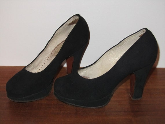 Gorgeous black suede 1940's platform round toe pumps, size US 5-5 1/2 EURO 35 1/2