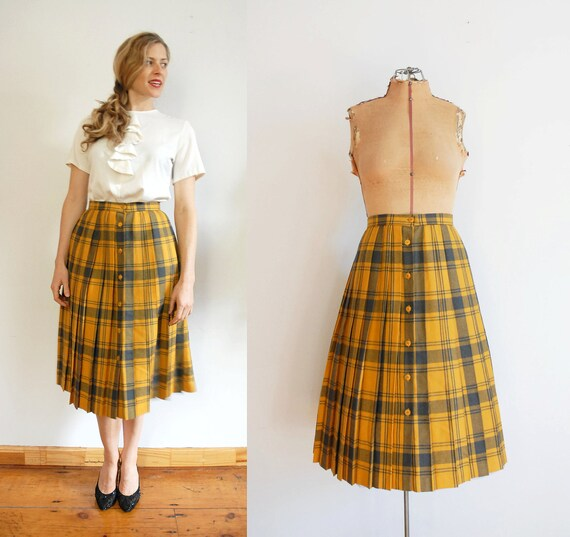 s a l e 70s Pleated Skirt / Button Up / 1970s Plaid Skirt