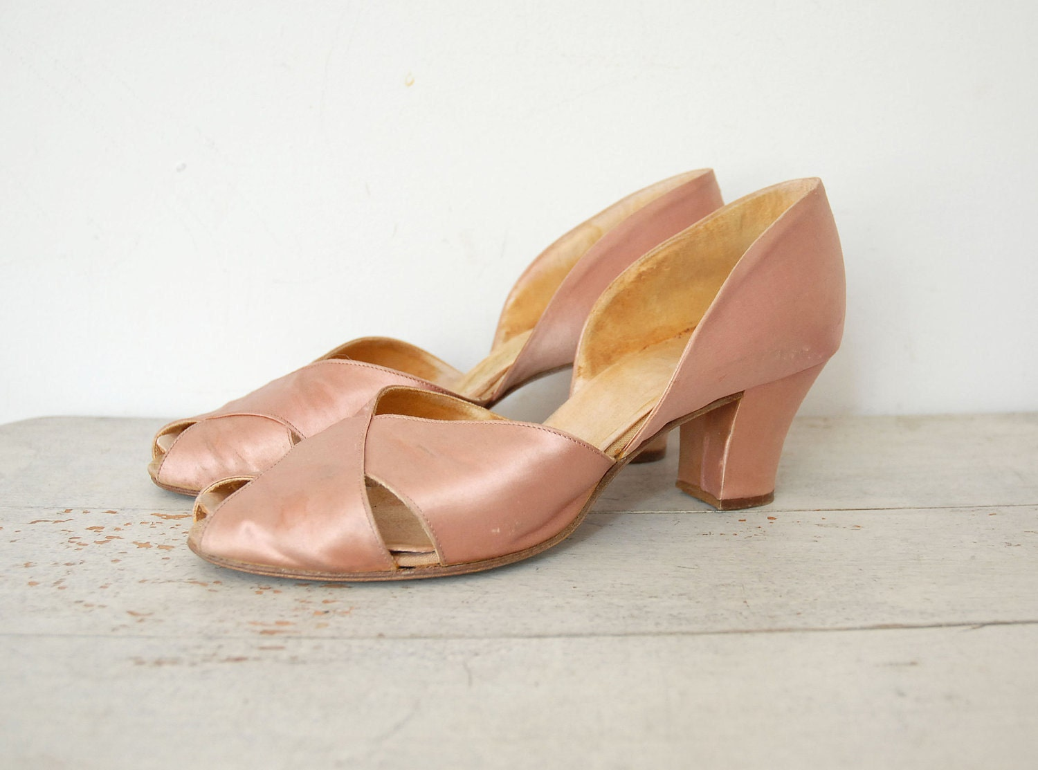 1930s shoes 30s pink satin shoes peep by