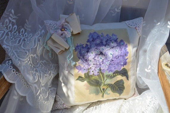 Lavender Hydrangea 14 x 14 Filled Pillow Floral