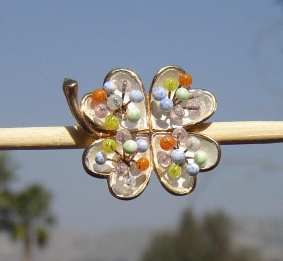 Vintage Signed Kramer Articulated Molded Glass Shamrock Clover Brooch