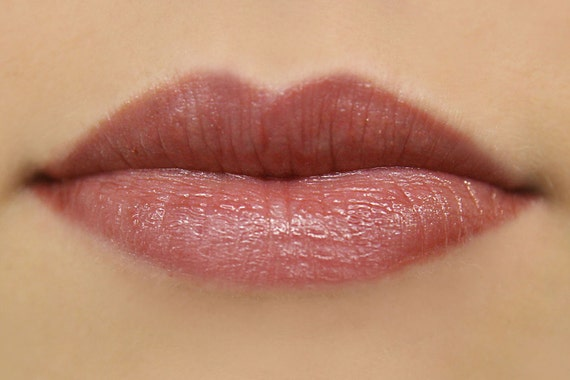 Berry Pie Mineral Lipstick in Plum