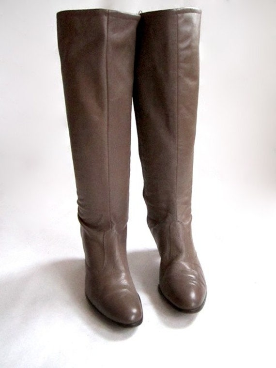 Beige Boots knee high Vintage 70's leather great for Spring  Sz 9