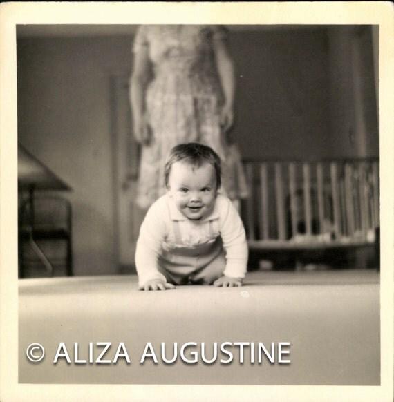 Instant Download, Baby Crawling, Vintage Photo, Black & White Photo, Snapshot, Found Photo, Vernacular Photo, Old Photo        0213