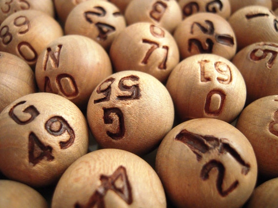 10 Vintage Bingo Callout Numbers Wooden Ball Game Pieces Altered Art Jewelry
