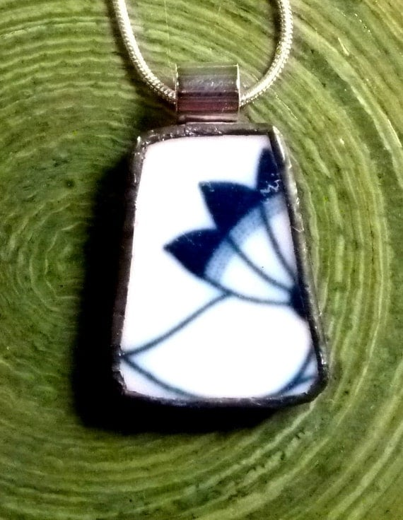 Blue Onion Fan - RECYCLED BROKEN CHINA Plate Pendant - Stained Glass Style