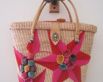 Amazing Vintage 1950s or 1960s Straw Floral Handbag