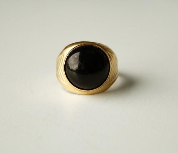 The black eye ring