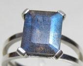 LABRADORITE - Sterling Silver Chaton Gem Ring