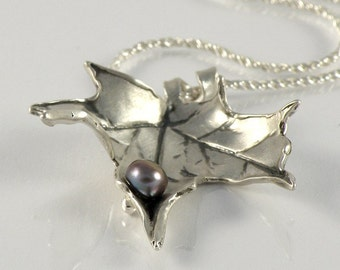 Maple Leaf Necklace Gift  For Women Leaf Jewelry, Autumn Leaf Necklace in Sterling Silver, Fall Leaf Pendant Silver Leaf Necklace with Pearl
