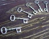 small heart skeleton keys antiqued silver