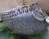Medical Alert Metal Stamped Fashion Cuff Aluminum Bracelet Allergic to Bee Venom  Diabetic Peanut Allergy Heart Condition