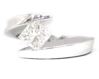 Princess cut diamond engagement ring tension set 1.01ctw