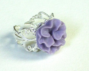 Lila curly cabochon flower ring,silver plated ring, resin cabochon flower, lila flower, wedding jewelry, bridesmaid jewelry, valentine, mom