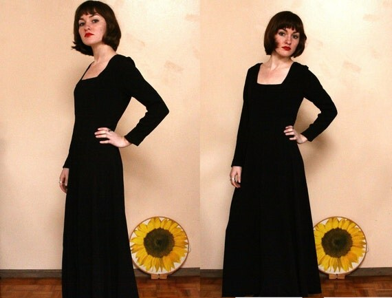 1990s Witchy Black Maxi Dress ( s - m )