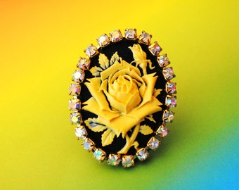 Stunning Crystal Yellow Rose Cameo Ring
