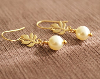 Gold Tiny Leaf Earrings. Leaf Dangling Earrings. Swarovski Pearl. Bridal Gift. Wedding. Gift For Mother. Gift For Her