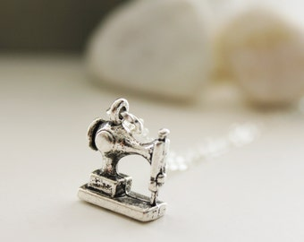Cute Sewing Machine Necklace. Silver (SNL-14)