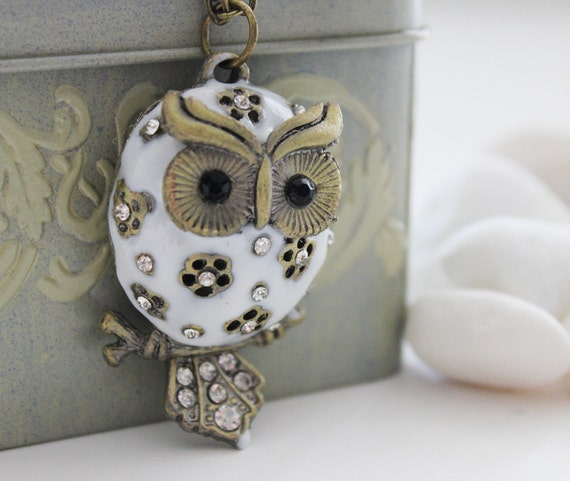 Chubby Owl Necklace. White (VNL-14)