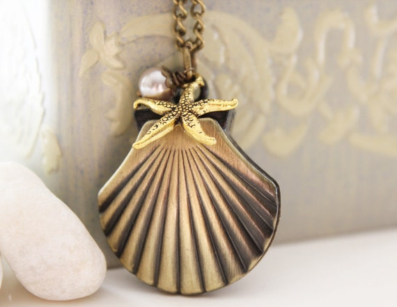 Sea. Antique Gold Sea Shell Pocket Watch Necklace Decorated with Starfish and Glass Pearl (PW-30)