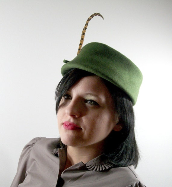 Vintage 1960s Green Felt Ladies Hat with Long Feather