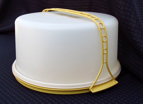 tupperware cake taker vintage tupperware large cake taker with handle harvest gold 8111
