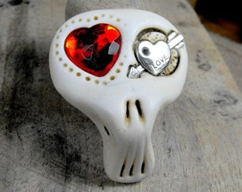 Sugar skull with two hearts inside his eyes. Creepy love! Brooch, keychain, pendant or magnet (you choose)