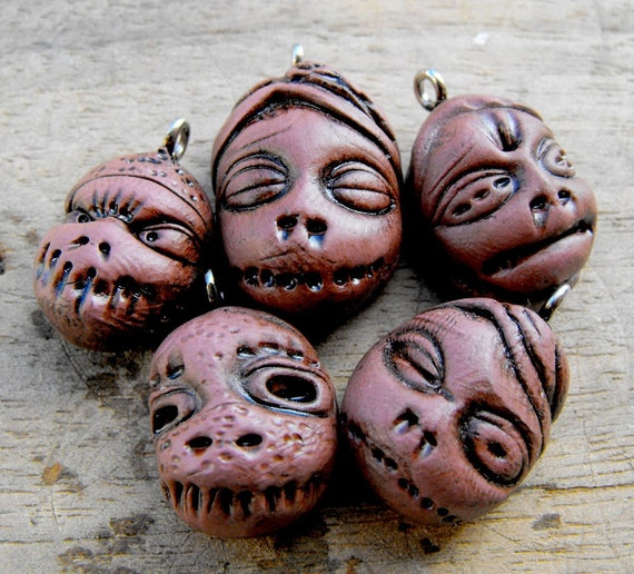 Super creepy mini shrunken head charms. Frightening, crazy and lovely at the same time