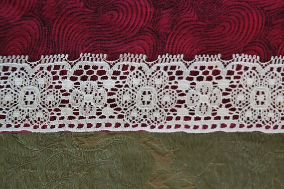 2 yds Vintage white lace with floral design and picots on one edge (L121)