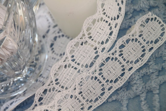 Lovely White Vintage Lace Trim 2  yards (134)