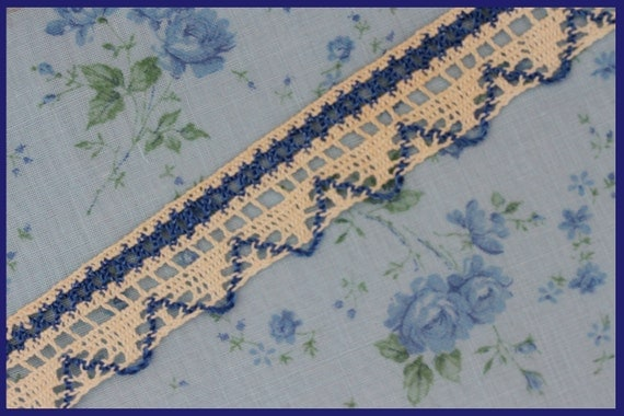 2 yds blue and cream lace 1-inch wide (L179)