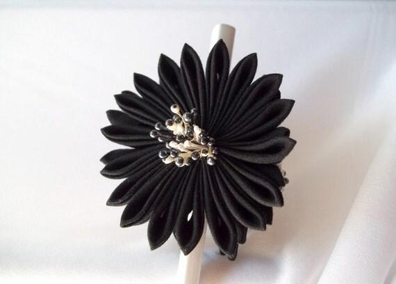 Kanzashi Hair Stick Black and White Fabric Flowers