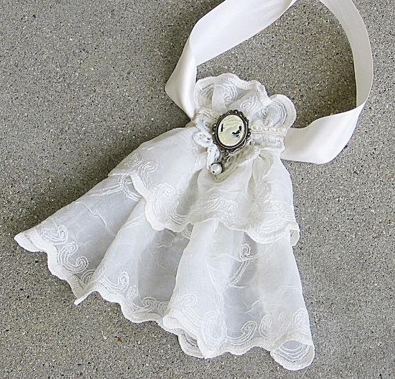 Lace Jabot, Ivory Lace Victorian Choker, Gothic Lolita Choker, Lace Brooch, Victorian Jewelry, Upcycled Jewelry