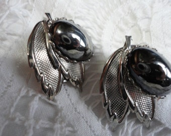 Vintage Black Mirror Glass Oval Cabachon with Textured Silver Leaves Clip on Earrings