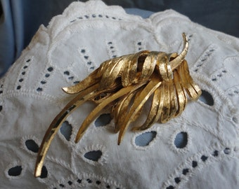 Brushed Gold Pretty Leaf Brooch Vintage Jewelry