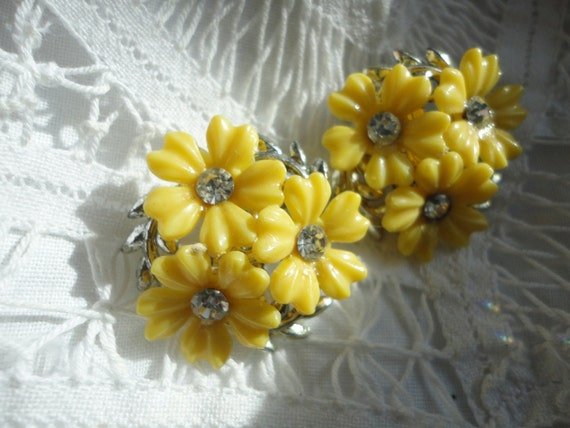 Vintage Yellow Lucite Flower Earrings with Clear Sparkly Rhinestone Centers