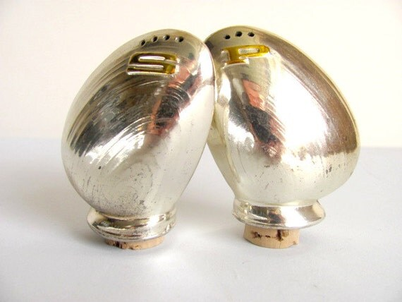 Shiny Silver Metal Clams Shakers