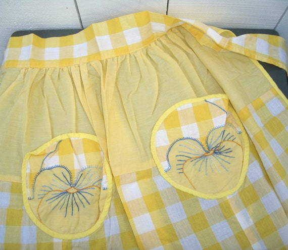 Vintage Apron : Yellow Gingham Pansy Pockets