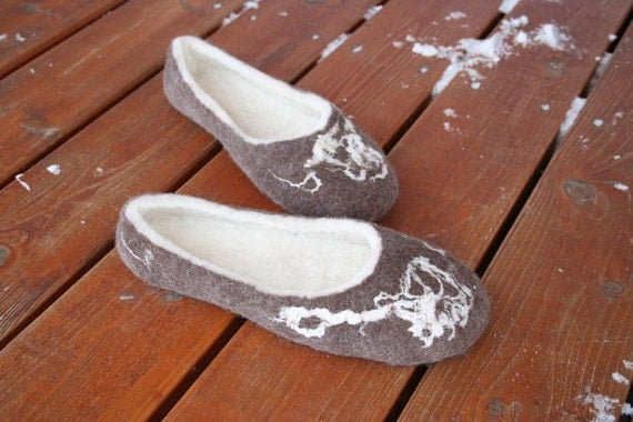 PDF tutorial    Wet Felted Slippers