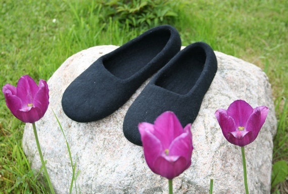 Women slippers - felted Slippers Black elegance - Mother's day gift
