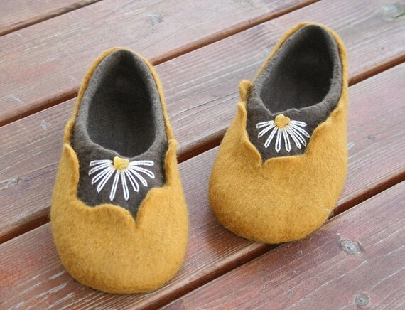 Felted woman slippers - women house shoes, felted slippers, wool slippers Amber - handmade - wool shoes - Mother's day gift, Easter gift