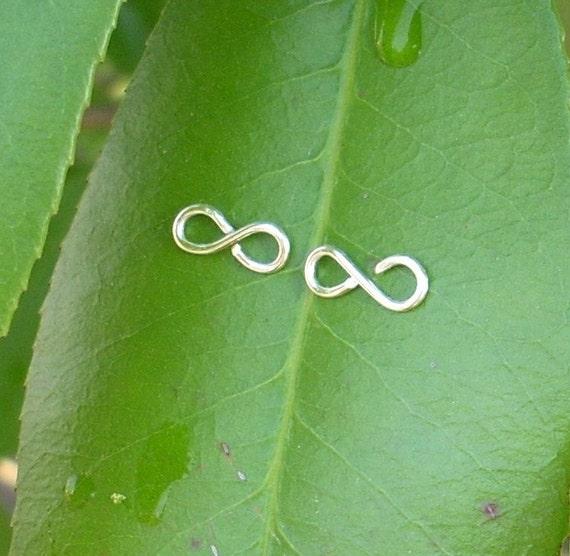 Silver wire Infinity Stud Earrings.