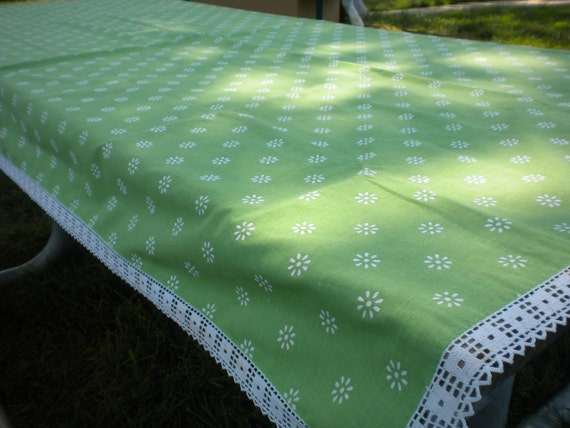 Apple Green & Daisy Rectangle Table Cloth with Lace Trim