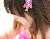 Lollipop Candy Ribbon Sculpture Hair bow.  Girls Hot Pink Pink White Candy Clippie.  Free Ship Promo.