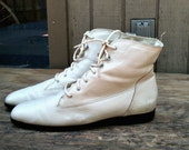 SALE Size 8.5 80s vintage leather white lace up granny oxford boots