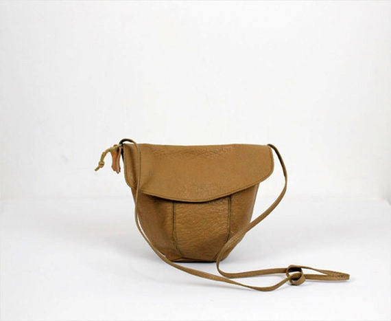 tan full grain bucket bag / long crossbody strap
