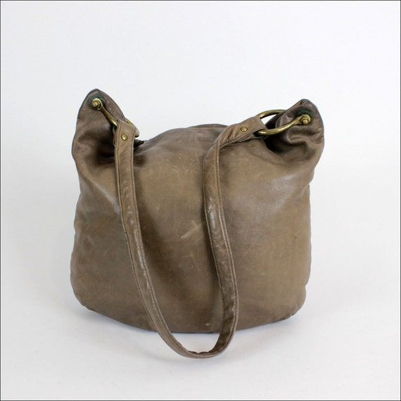 saddle leather slouchy hobo 1980s / taupe clay brown
