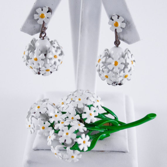 Vintage Daisy Jewelry Set - Brooch and Earrings - Bouquet of Daisies - 1960s